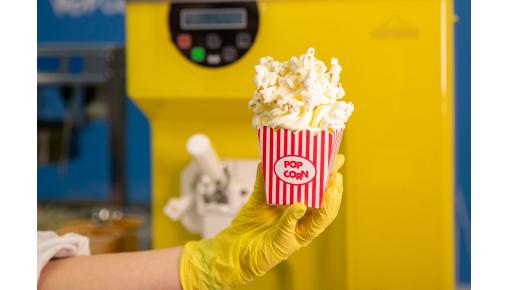 Stroj za sladoled z že narejenim poslovnim modelom prodaje sladoleda